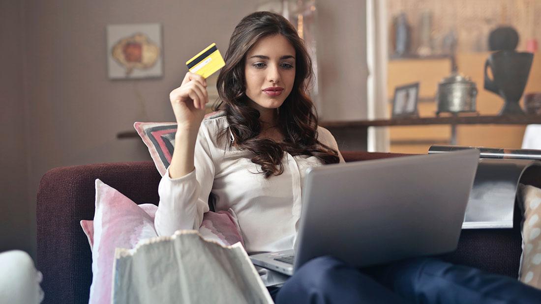 mujer compra marketing online sevilla